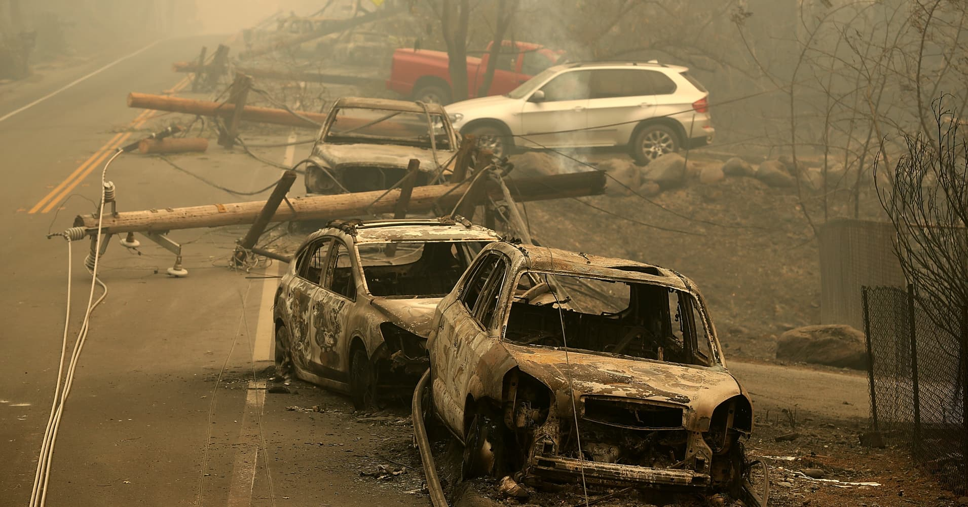Deadly California wildfire grows as city of Paradise smolders
