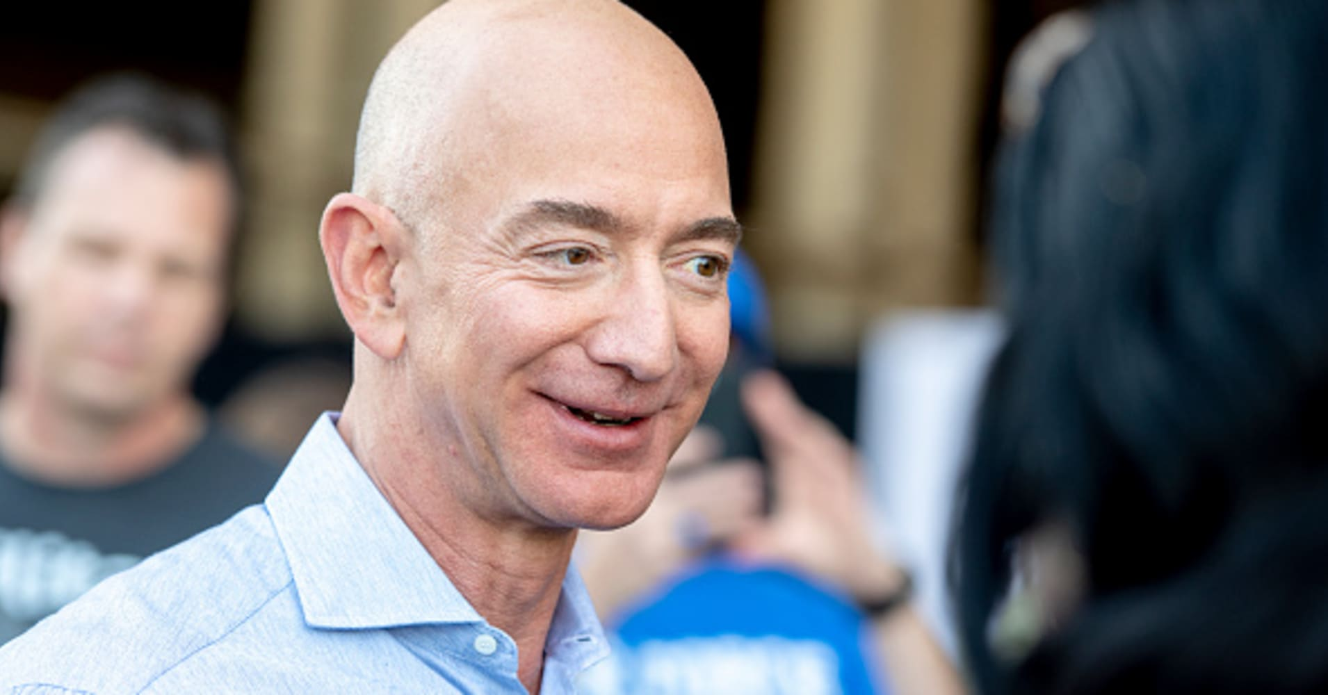 Wall Street expects Amazon to bounce back after the stock suffered its worst quarter in a decade