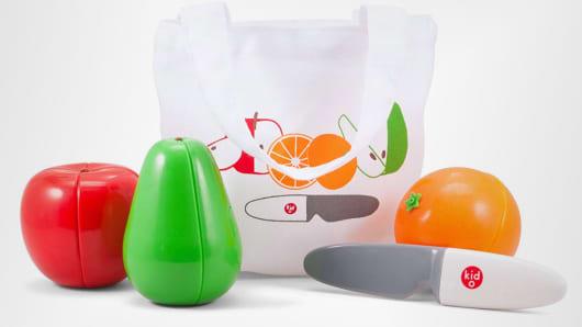 Kid O Magnetic Cutting Fruit Play Set