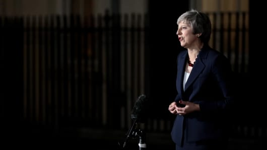 LONDON, ENGLAND - NOVEMBER 14:  British Prime minister, Theresa May delivers a Brexit statement at Downing Street on November 14, 2018 in London, England. Theresa May addresses the nation after her cabinet of senior ministers met and approved the wording of the draft Brexit agreement which will see the UK leave the European Union on March 29th 2019.  (Photo by Jack Taylor/Getty Images)