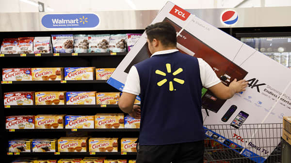 Walmart's size continues to bring advantages, says Moody's O'Shea