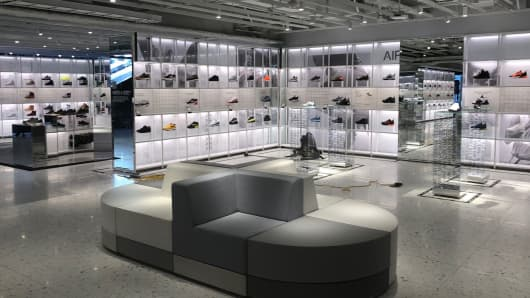 5289c8971c51 Nike opens new flagship store in NYC with customized sneakers
