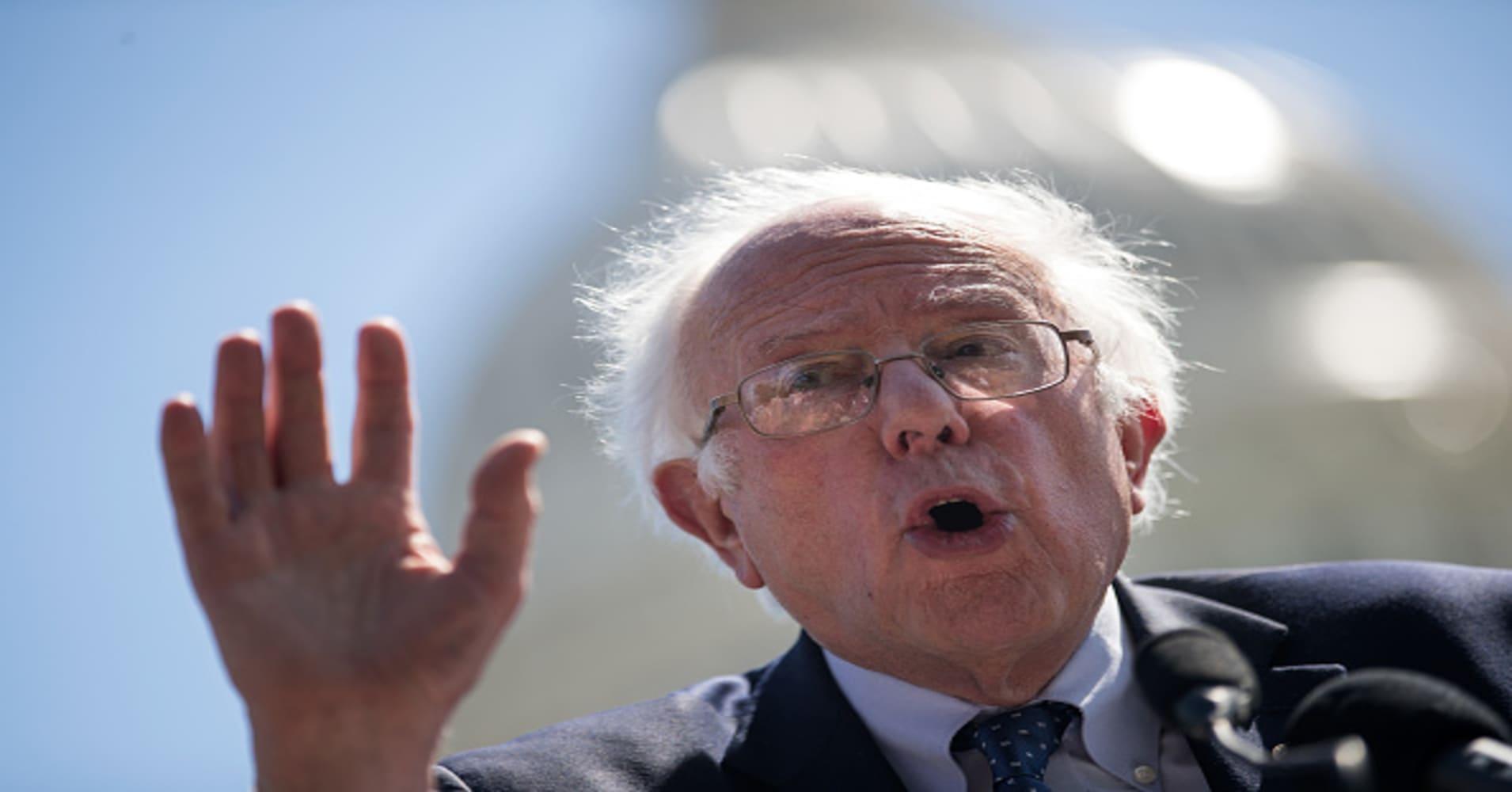 Bernie Sanders targets Walmart, calls for $15 minimum wage