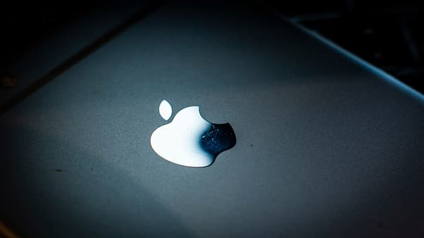 Trading Nation: Bruised Apple an opportunity to buy?