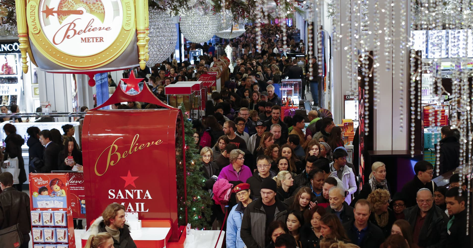 Fewer people shopped during the 5-day Thanksgiving weekend, but holiday sales seen as strong