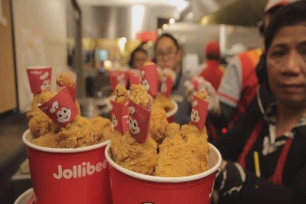 A Filipino favorite, Jollibee aims for international growth