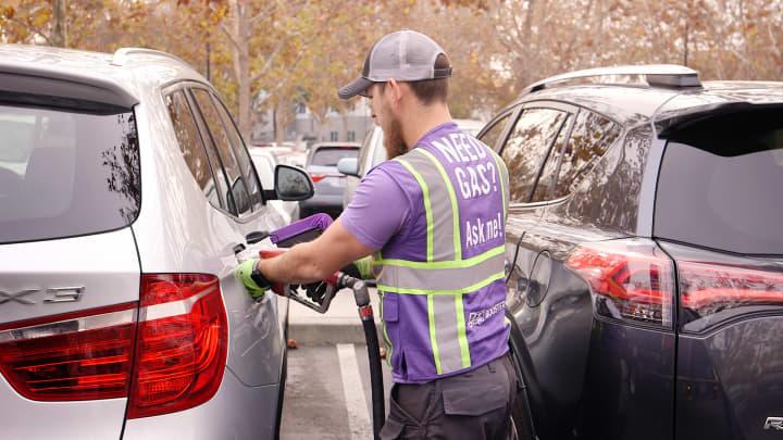 Booster Fuels service proChris Rivas fills a car with gasoline