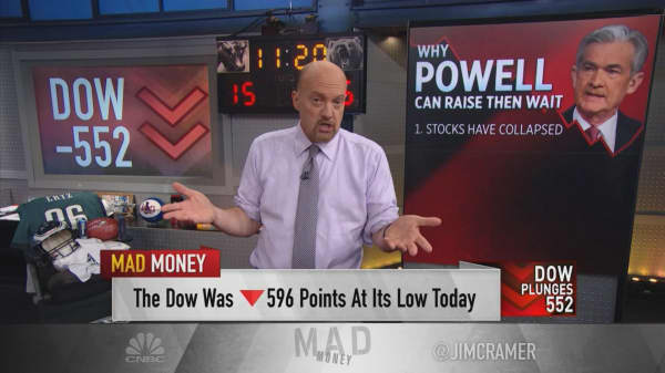 8 reasons to pause Fed's rate hikes after December: Cramer