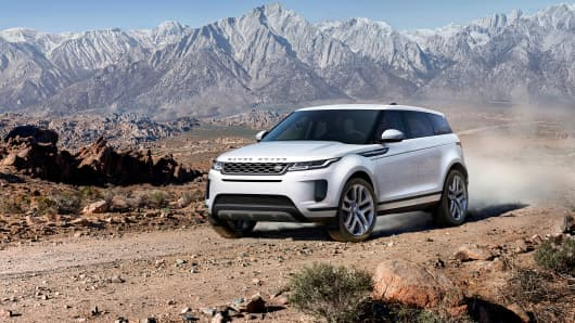 Range Rover S Compact Evoque Suv Gets A Hybrid Powertrain And Tech