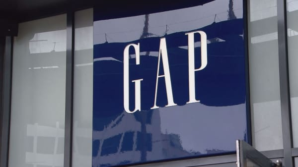 Gap To Close Hundreds Of Stores At Malls Quickly And Aggressively