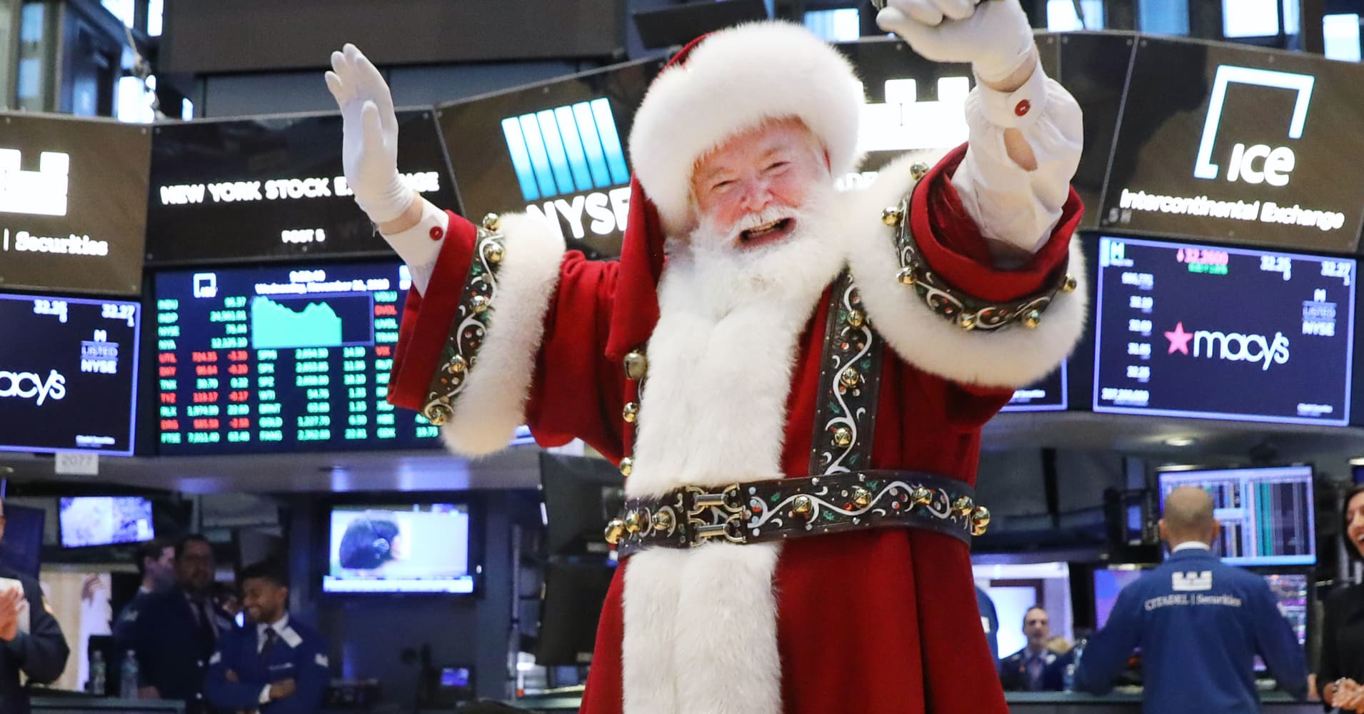 Finally, signs of a Santa Claus rally come to Wall Street
