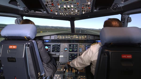 United Airlines Airbus A320 flight simulator