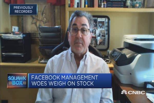 Should Mark Zuckerberg step down as FB chairman?