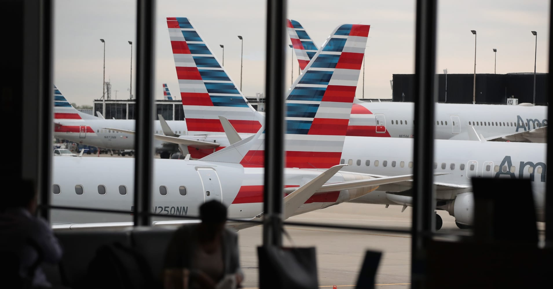 Midwest snowstorm grounds hundreds of post-Thanksgiving flights