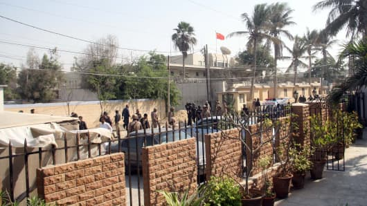 Pakistani security forces outside the Chinese consulate in Karachi after an armed attack.