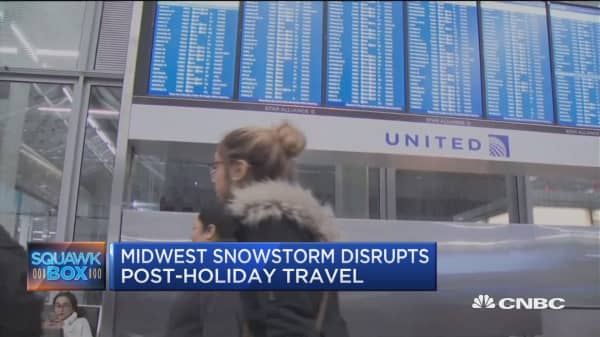 Midwest snowstorm disrupts post-holiday travel