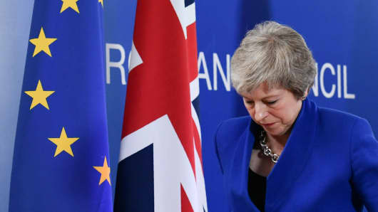 Britain's Prime Minister Theresa May leaves after a press conference following a special meeting of the European Council to endorse the draft Brexit withdrawal agreement and to approve the draft political declaration on future EU-UK relations on November 25, 2018 in Brussels.
