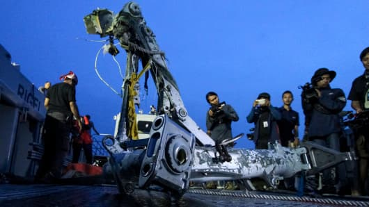 Members of the search team lift part of the landing gear of the ill-fated Lion Air flight JT 610 during search operations at sea off the coast from Karawang on November 5, 2018.