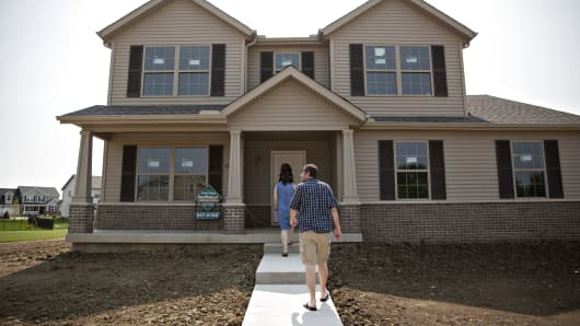 Prospective home buyers arrive to tour a house for sale in Dunlap, Illinois, U.S., on Sunday, Aug. 19, 2018.