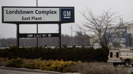 An exterior view of the GM Lordstown Plant on November 26, 2018 in Lordstown, Ohio. GM said it would end production at five North American plants including Lordstown, and cut 15 percent of its salaried workforce. The GM Lordstown Plant assembles the Chevy Cruz.