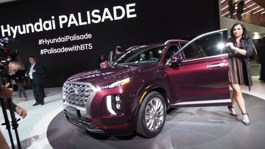 Attendees get a closer look at the 2020 Hyundai Palisade SUV after it was unveiled at AutoMobility LA, the trade show ahead of the LA Auto Show, November 28, 2018, at the Los Angeles Convention Center.