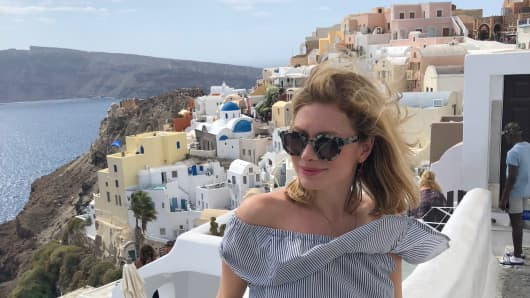 I quit Instagram and Facebook and it made me a lot happier — and that's a big problem for social media companies 105602974-1543610916557chrissy-santorini1.530x298