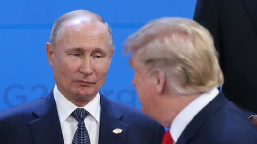 Russian President Vladimir Putin (L) looks at U.S. President Donald Trump during the welcoming ceremony prior to the G20 Summit's Plenary Meeting on November 30, 2018 in Buenos Aires, Argentina.