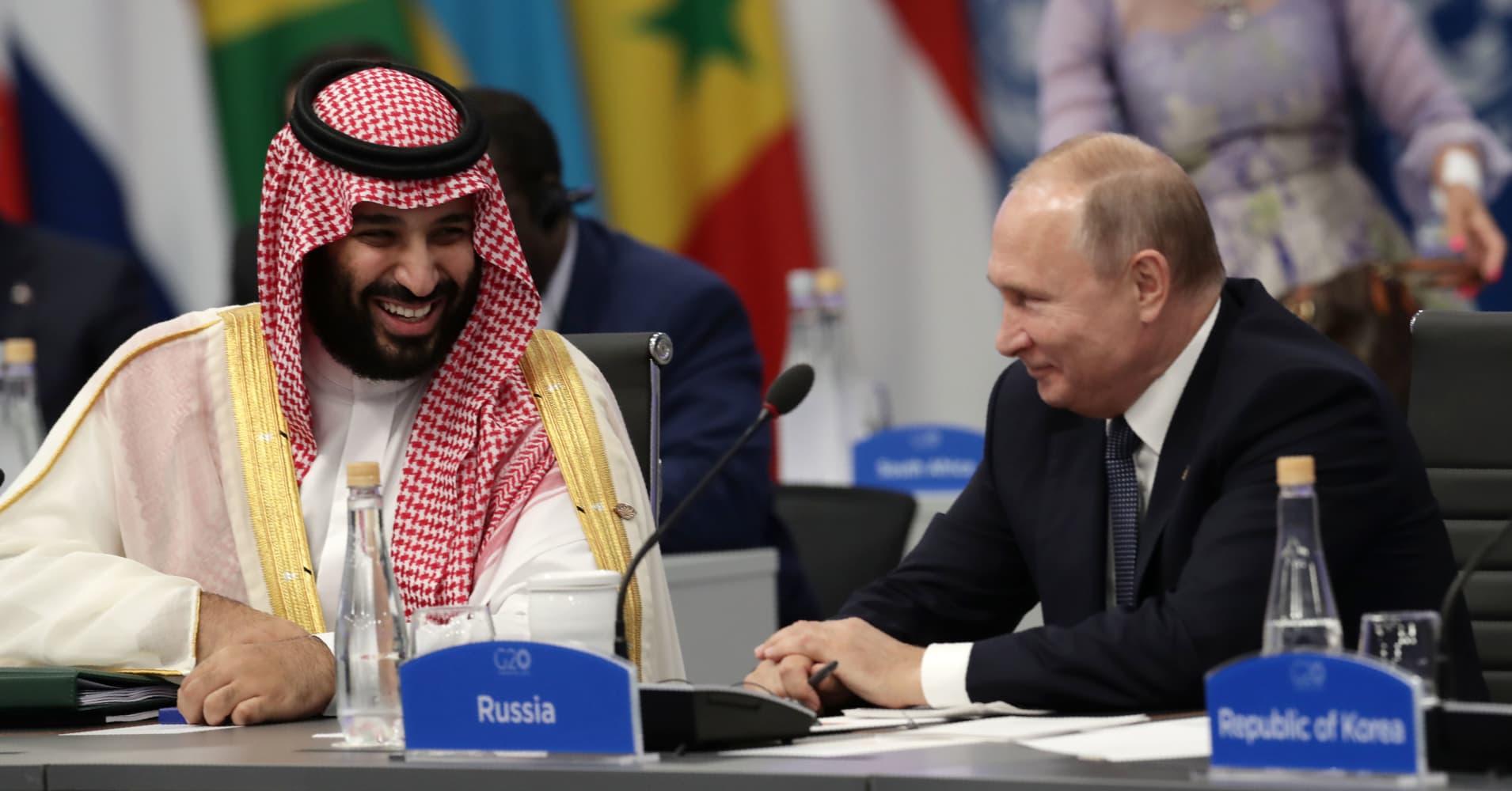 Watch Putin and Saudi Crown Prince MBS exuberant handshake at G-20