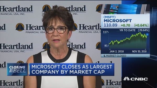 Microsoft has better fundamentals, but buy Apple, says Heartland Financial CIO