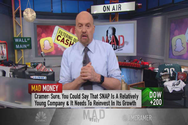 Even at $6, Snap's stock still isn't a bargain, Cramer warns: 'It's an ill-advised decision to buy'