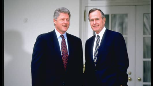 Then-President George H.W. Bush (R) and President-elect Bill Clinton at the White House