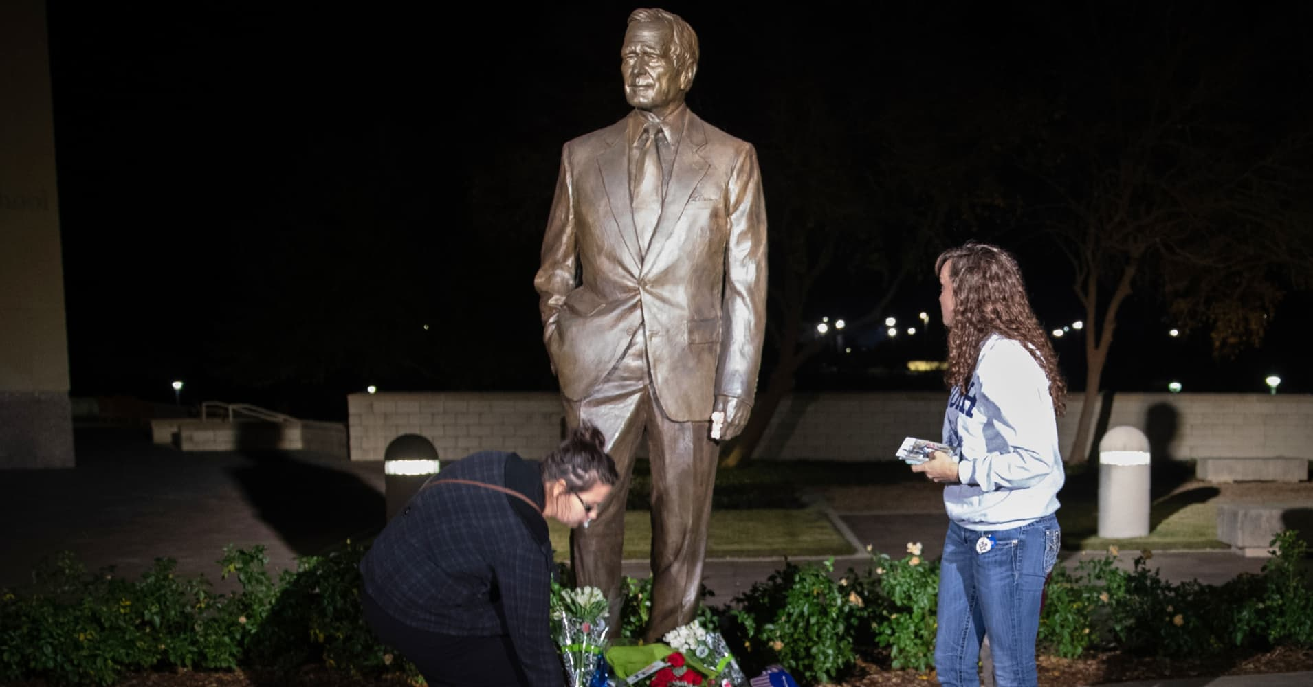 George HW Bush to lie in state in DC, buried at presidential library