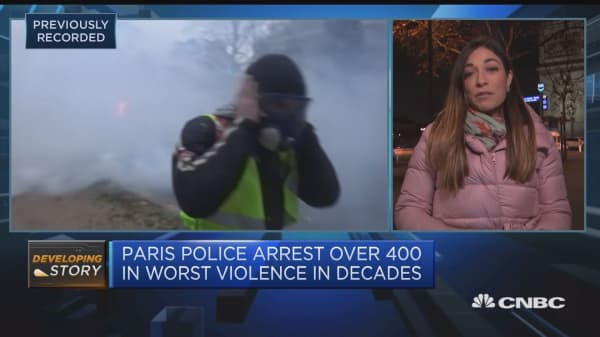 Paris police arrest over 400 in worst violence in decades