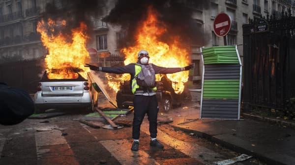 Protestors clash with police in Paris riots