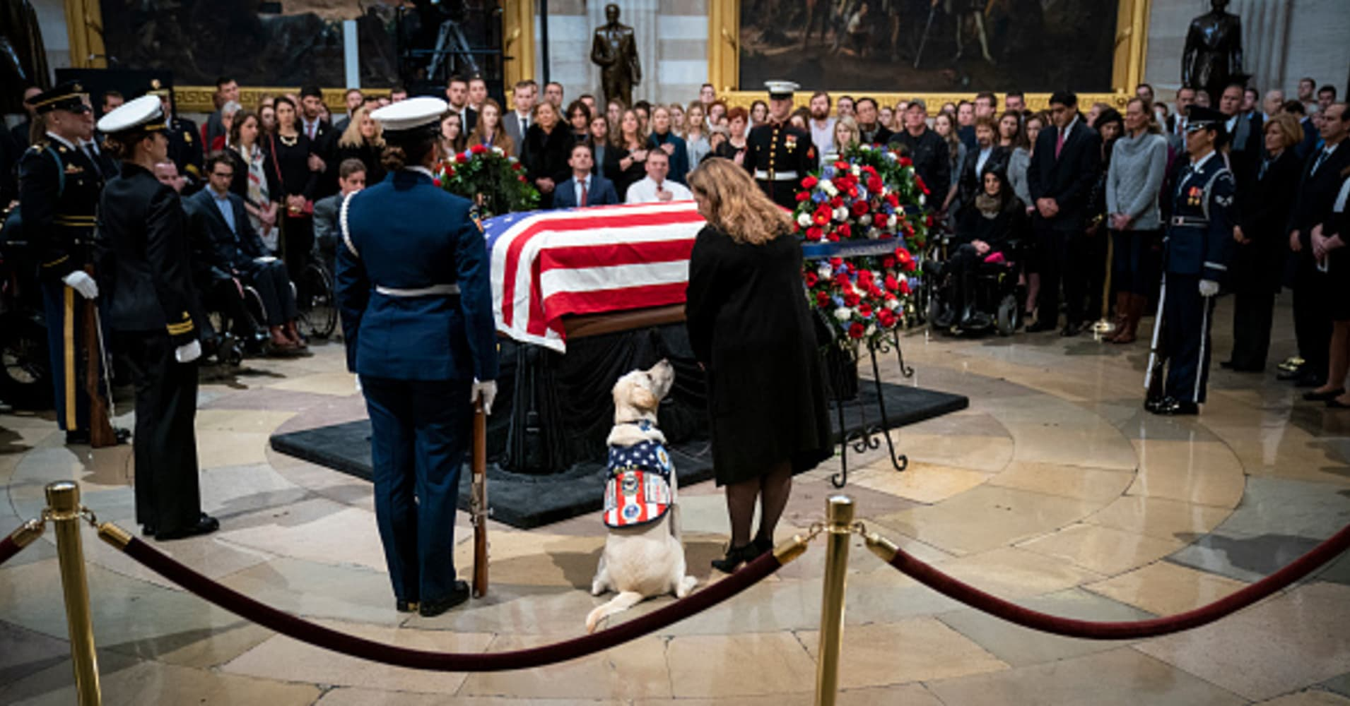Mourners line up to honor former President Bush at US Capitol