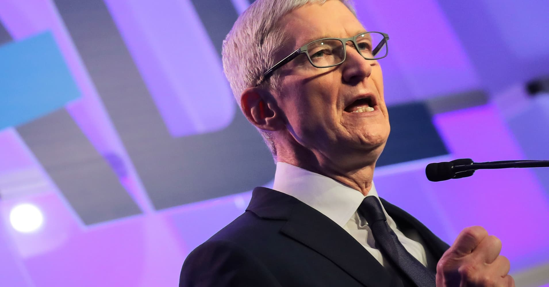 Techmeme: Apple lowers revenue guidance to $84B after previously