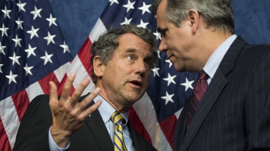 Sen. Sherrod Brown, D-Ohio, left, and Sen. Jeff Merkley, D-Ore.