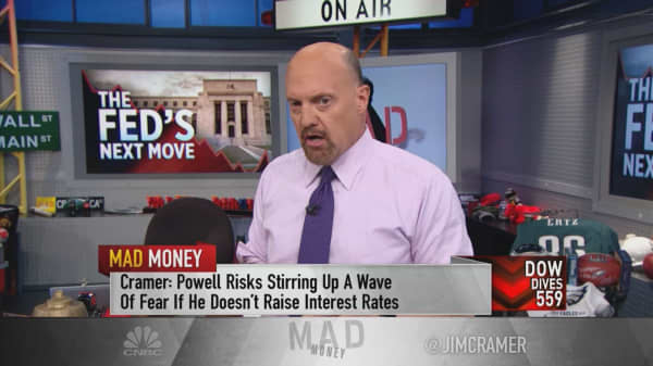 Market could panic if Fed doesn't raise rates: Cramer
