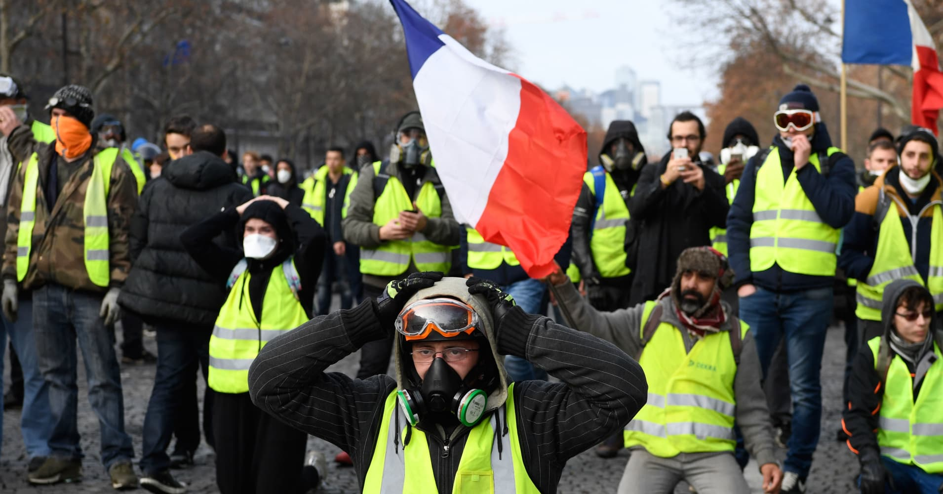 Violence at French yellow vest protests prompts new rallies