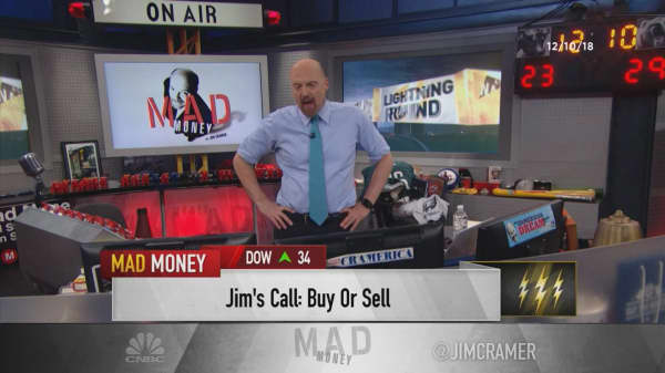 Cramer's lightning round: Cisco is currently the cheapest large-cap tech stock