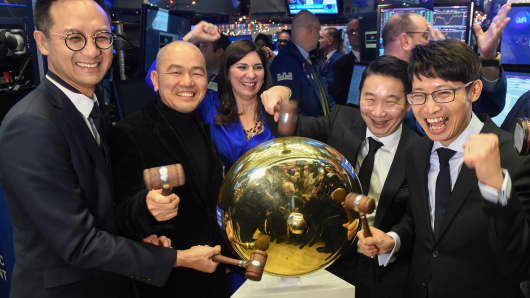 Cussion Kar Shun Pang, CEO of Tencent Music Entertainment with the company's leadership team rings a ceremonial bell to celebrate company's IPO on the floor of the New York Stock Exchange in New York, December 12, 2018.