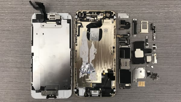Some of the major components found in an iPhone 6.