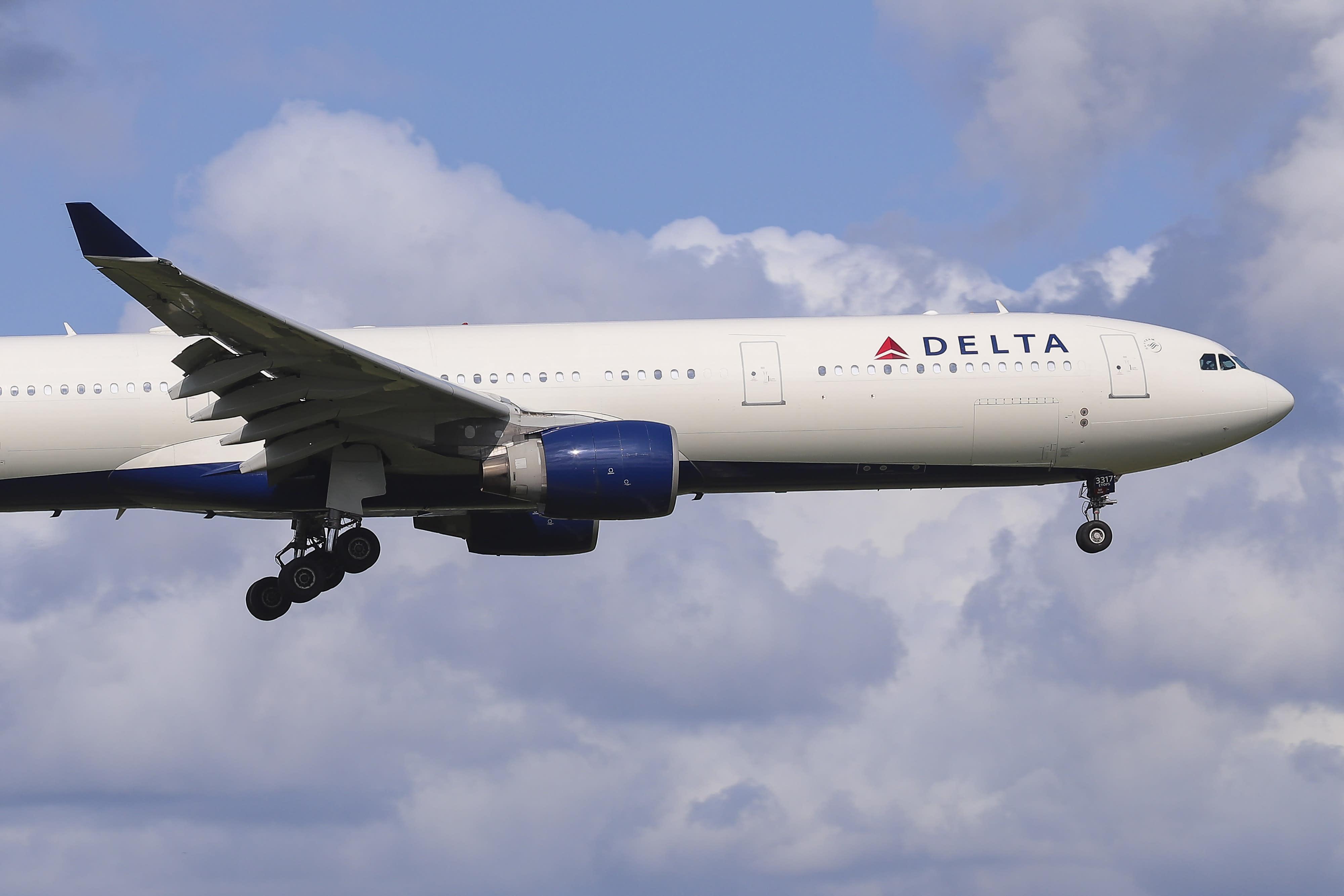 Deltas Coach Revenue Less Important As Premium Class Demand Surges