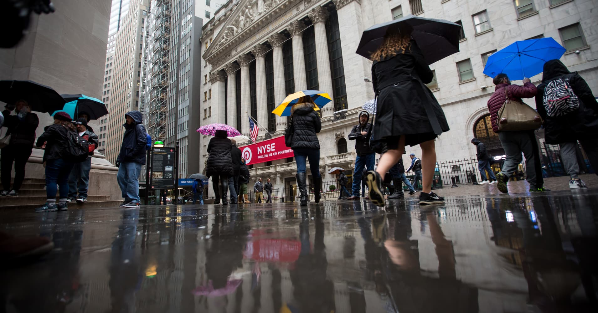Dow set to fall | Shutdown enters 27th day