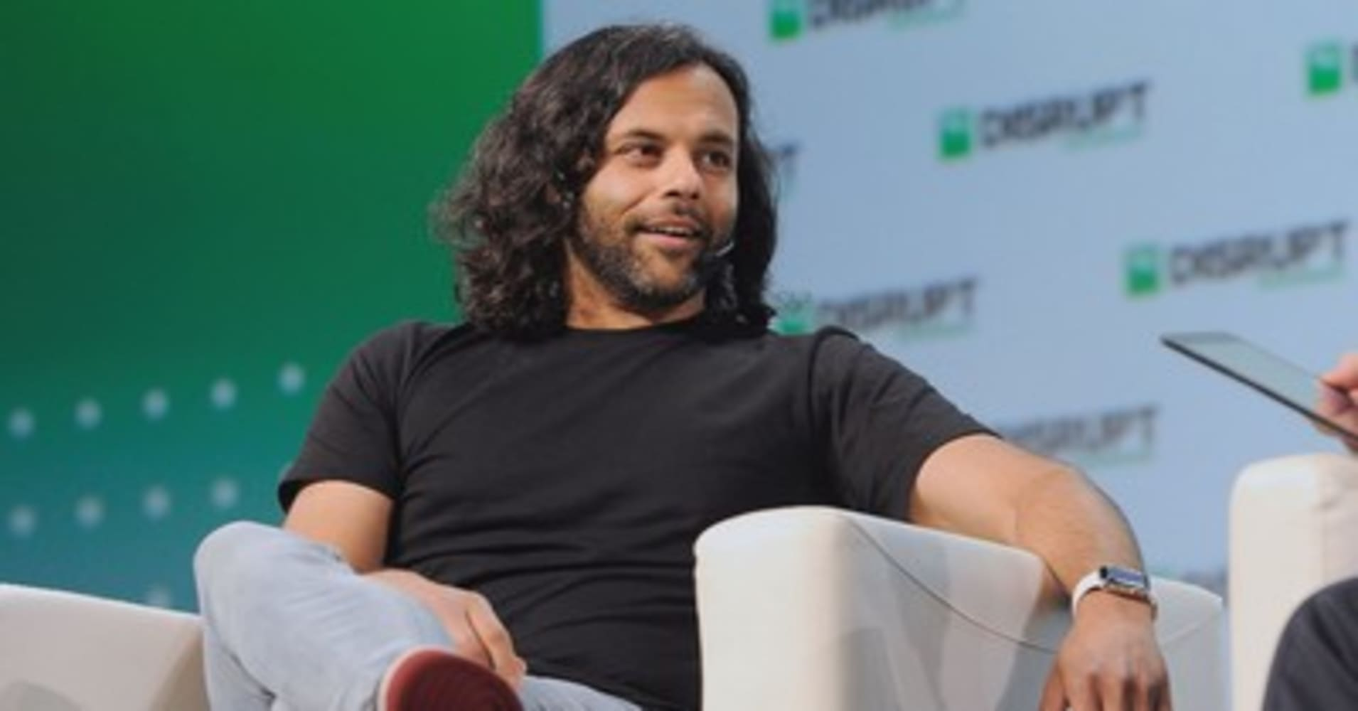 Stock-trading app Robinhood takes aim at banks