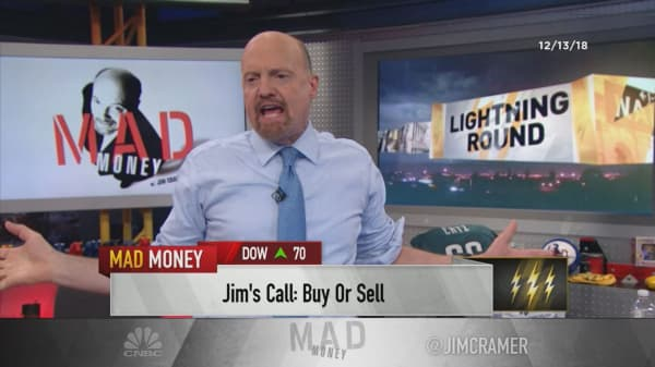 Cramer's lightning round: I see Walmart's stock going higher