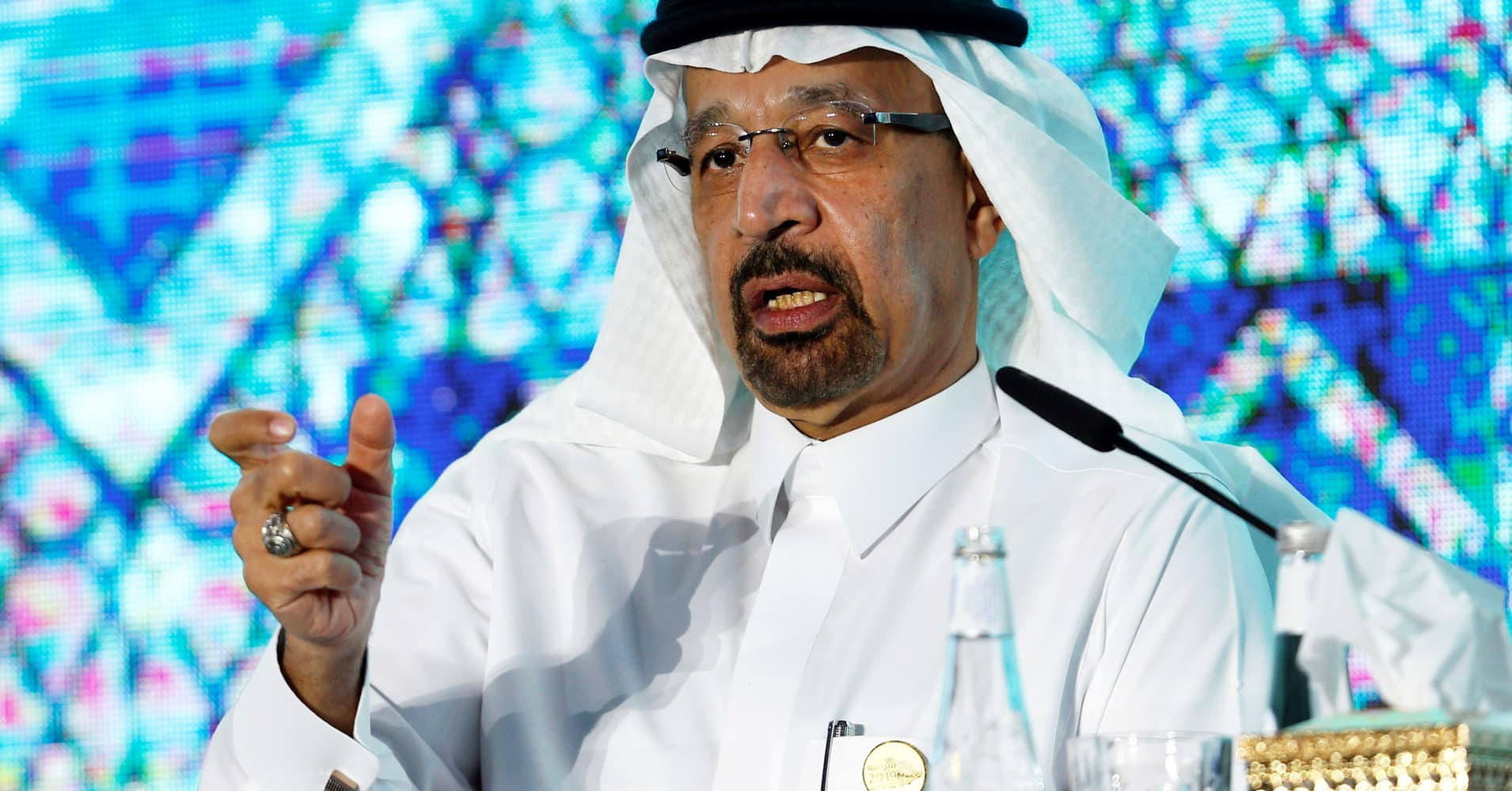 Saudi Arabia denies it threatened to strip the US dollar from oil trading