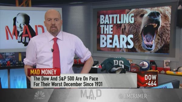 Cramer feels 'powerless' after Fed hike, tells investors to buy gold