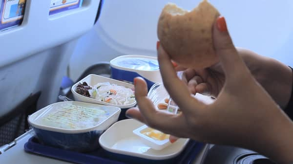 Don't eat these airplane foods, according to food safety experts