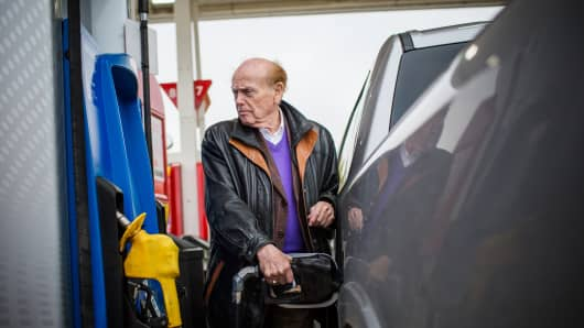 Jim Pattison, chief executive officer and founder of Jim Pattison Group Inc., pumps gas into a pickup truck during a tour of his holdings near Russell, Manitoba, Canada, on Tuesday, Sept. 18, 2018.